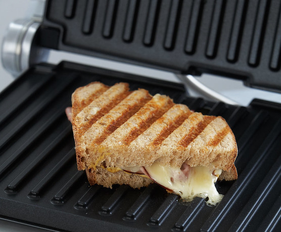 Healthy cooking with gadgets - Grilled toasted sandwich on grill plates