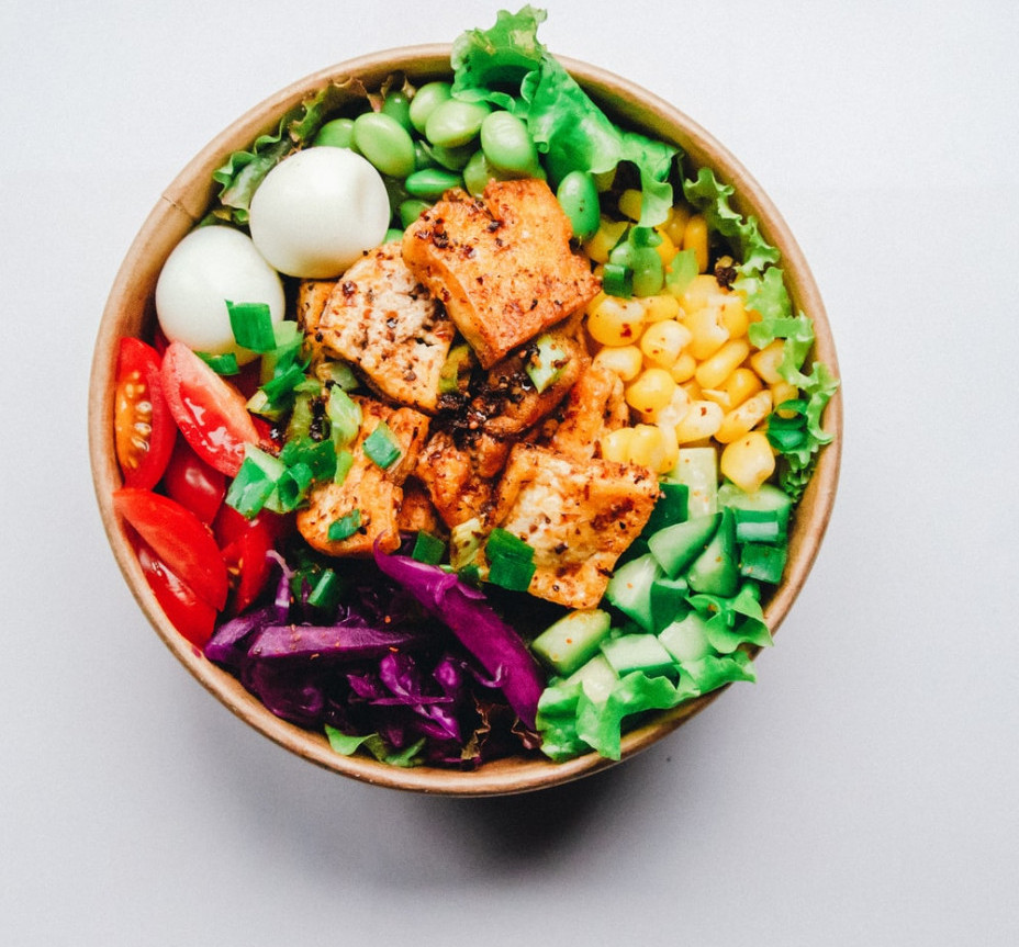 How to eat clean on the go - salad in bowl