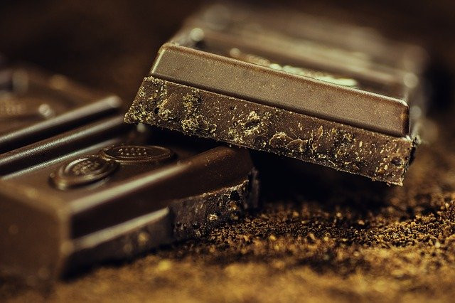 How to fight cravings for food - Squares of dark chocolate