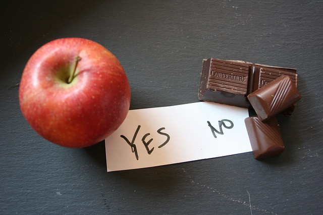 Low calorie food swaps - apple yes chocolate no