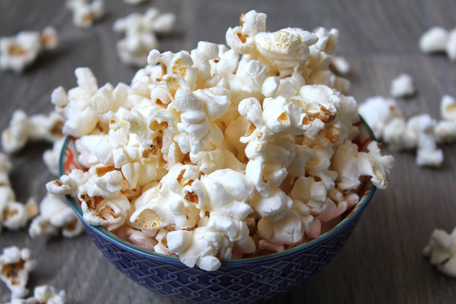 Low calorie food swaps - Bowl of popcorn on table