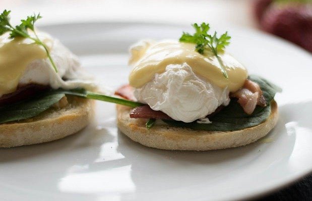 What foods can I cook in the microwave? - Poached eggs on english muffins with spinach and bacon