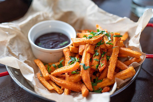 What foods can I cook in the microwave? - Sweet potato fries with sauce