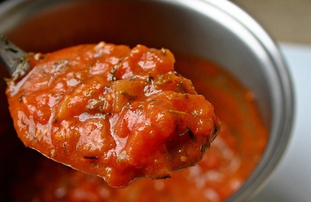 What foods should not be microwaved? - Red tomato sauce in pot