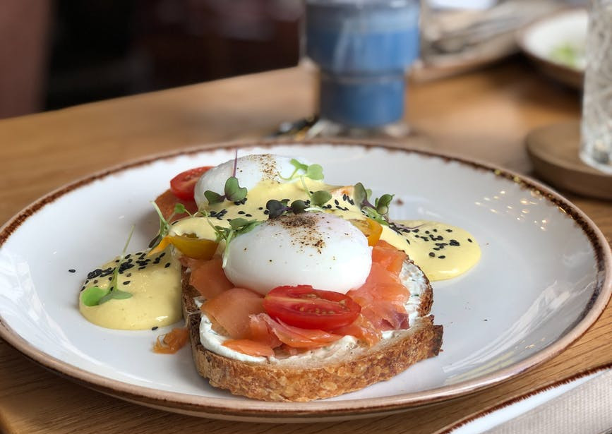Healthy toast toppings - Toast topped with egg and salmon, eggs benedict with smoked salmon