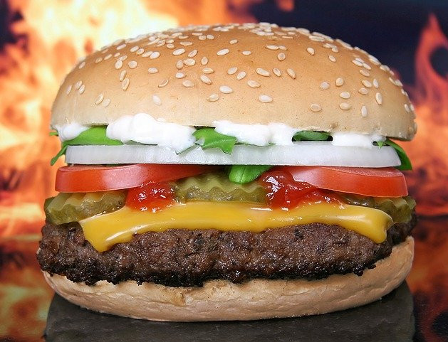 How to make a healthy burger -  Beef burger in front of fire