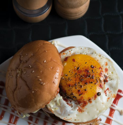 How to make a healthy burger - Burger with egg topping