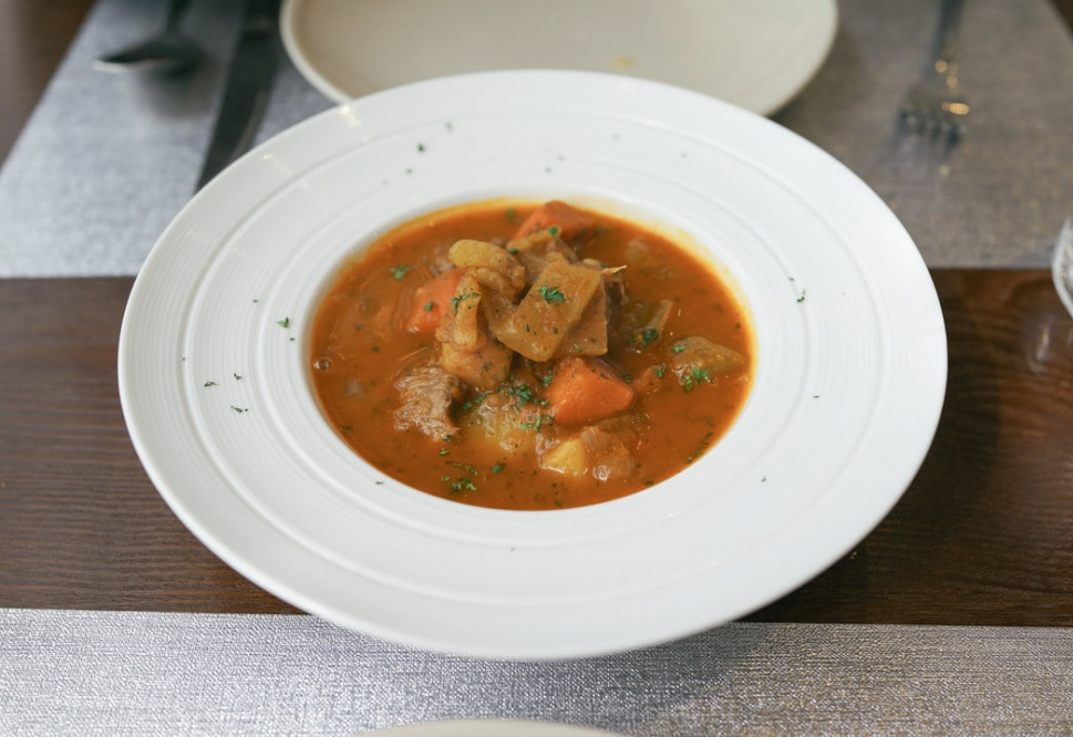 How to make a healthy soup - Beef and vegetable stew in bowl