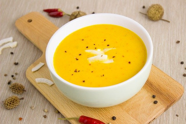 How to make a healthy soup - Chilli carrot soup in a bowl on a table