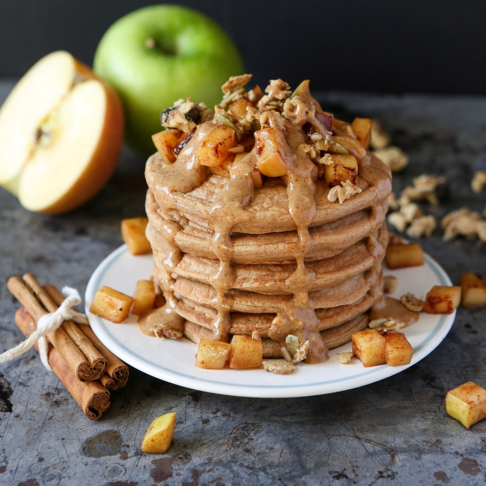 How to make pancakes healthy - Pancakes topped with peanut butter, apple cubes and cinnamon