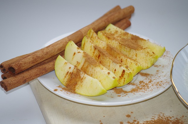 Best ways to use protein powder - Apple slices sprinkled in cinnamon