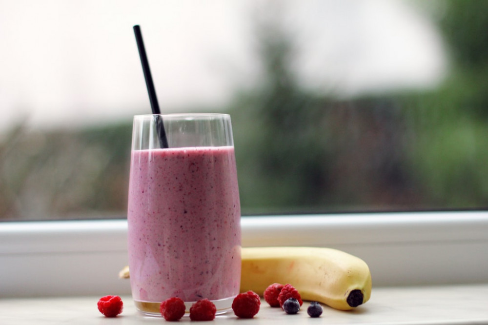 Best ways to use protein powder - Best ways to use protein powder - Raspberry and banana smoothie in glass