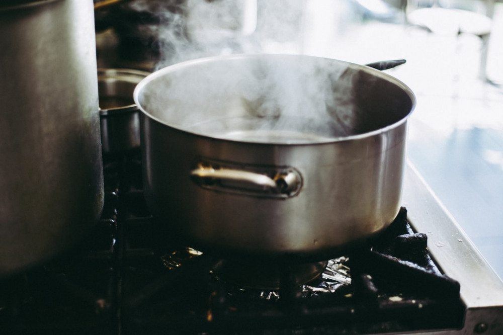 What are healthy cooking methods? - Boiling pot of water on hob